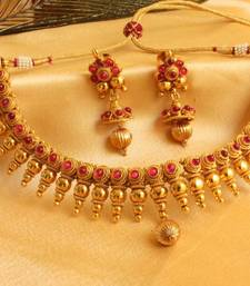 Buy GORGEOUS KEMP STONE ROYAL NECKLACE SET Necklace online