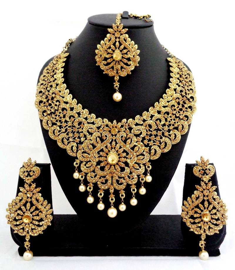 Buy designer golden stone bridal necklace set with maang for Bridesmaid jewelry sets under 20