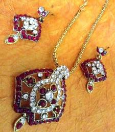 Buy Maroon sparkling stone with maroon stone diamentes with indian pendant set Pendant online