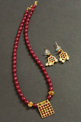BEAUTIFUL TEMPLE PENDANT RUBY NECKALCE SET