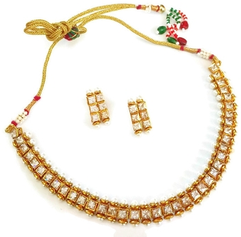 Attractive single line golden necklace set