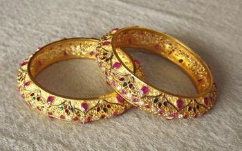 Rajwadi Style Gold Bangles