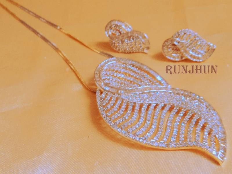 Buy Tanishq Pendent Set With Chain Online