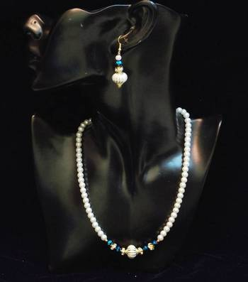 BEST DEAL- pearl n colored stone necklace set