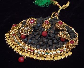 Elegant and delicate kundan polki pearl necklace set