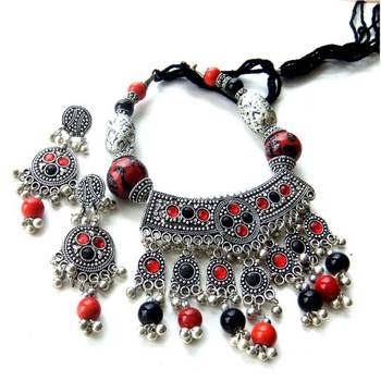 Black & Red Traditional Set