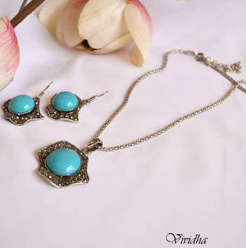 Pendent in simple Chain and earring set