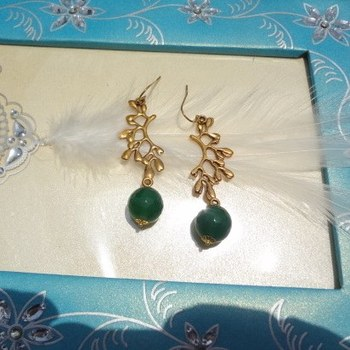 Golden branch earrings with green drops