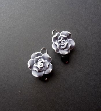 love for roses grey n black