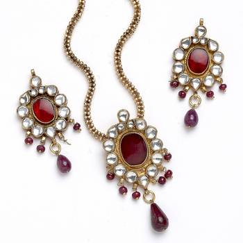 Latest In Trend Handcrafted Necklace And Earring Set In Kundan-04