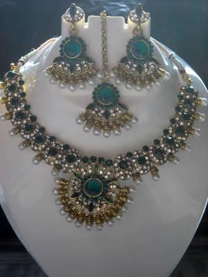 Green Zircon Pearl Golden Necklace