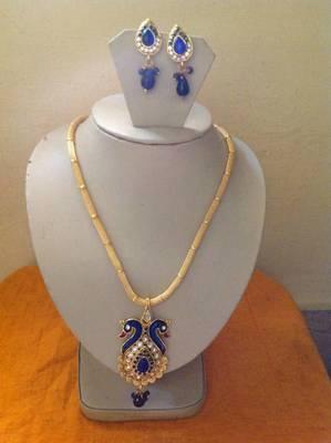 GOLD TONE dark blue color PEACOCK CRYSTAL necklace