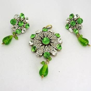Victorian Floral Pendant Set Grassy Green