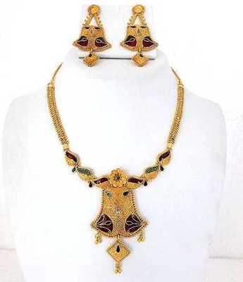 Elegant Golden Necklace Set