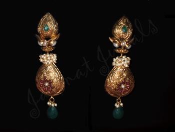 Kundan Elegant Earrings