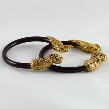 Dazzling stretchable bangles colour maroon