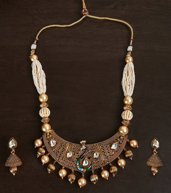 22 CRT GOLD PLATED PEACOCK CHOKER SET IN DULL FINISH WITH KUNDAN SETTING