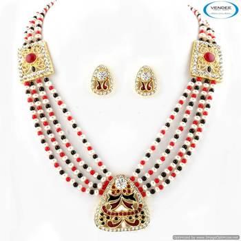 Vendee Handmade necklace set studded 5005