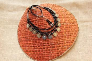 Black Metal stone necklace-sets