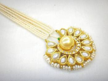 Sunhera Chand Maang Tikka