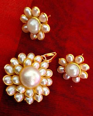 White flower motif pearl pachhi ADIVA India copper pendant