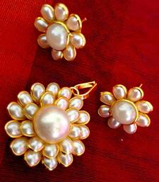 Buy White flower motif pearl pachhi ADIVA India copper pendant Pendant online