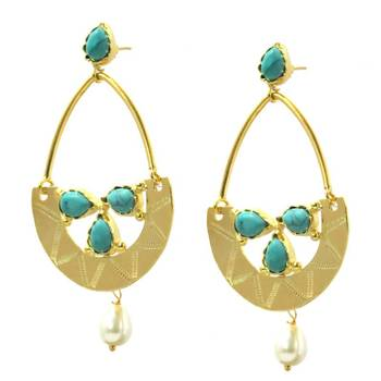 Contemporary Gold & Pearl Earring