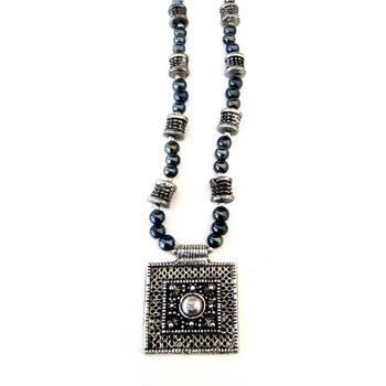 Sqaure Pendant necklace: Grey/005Grey