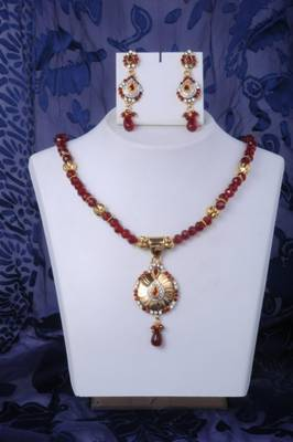 Fancy Necklace Set in Red and Gold