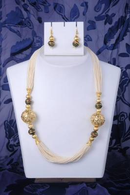 Classy Pearl Necklace Set