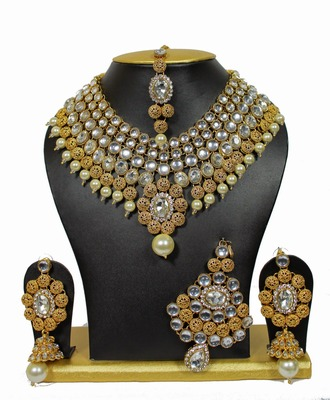 One-Of-Its-Kind Necklace Set with Pearls in White