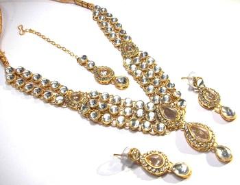 White dulhan kundan necklace set