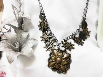 Square flower design necklace