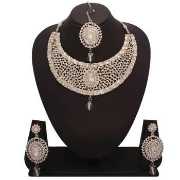 Bridal Diamond Necklace Set with Maang Tikka