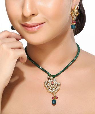 White Kundans , Onyx and Emerald Pendant Set
