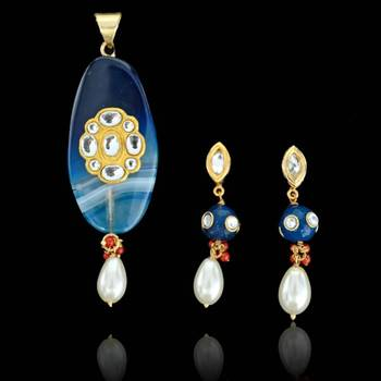 Oval shape Sojo Pendant with Earrings